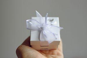 photo credit: wuestenigel Geschenkbox für Schmuck / Heiratsantrag via photopin (license)